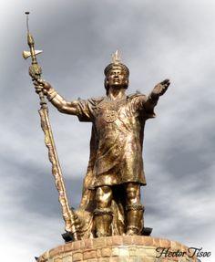 Monumento del Inca Pachacutec el mas grande gobernante en el periodo Inca, fue elaborada por el escultor Fausto Espinoza Farfán, tiene una altitud de 11.50 metros y pesa 22 toneladas, esta conformado por 864 piezas de bronce, el monumento fue inaugurado un 27 de diciembre de 1992.