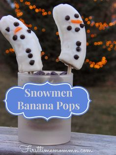 Easy and Fun, Healthy Wintry Snack: Snowmen Banana Pops! Quick snack your kids are sure to think is fun and tasty. Takes 20 minutes of prep and one hour to freeze. Kid friendly food recipe. Would be great at a Christmas party.