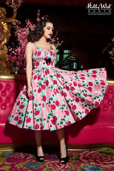 This dress! Pinup Couture- Ella Dress in Mary Blair Lips and Roses Print in Pink Mary Blair, Rockabilly Outfits, Rockabilly Fashion, Rockabilly Girls, Goth Girls, Roses Pink, Casual Day Dresses, 50s Dresses, Pinup Girl Clothing