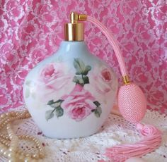 Luxury Perfumes for Her, Luxury Perfumes for Women Perfume Atomizer, Antique Perfume Bottles, Hermes Perfume, Pink Perfume, Perfumes Vintage, Perfume Scents, Miniature Bottles, Rose Cottage, Painted Roses