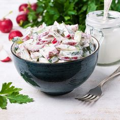 Könnyű, joghurtos saláta friss zöldségekből: ez az öntet jobb, mint a majonézes Feta, Potato Salad, Healthy Lifestyle, Salads, Food And Drink, Potatoes, Ethnic Recipes, Google, Yogurt
