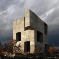 E para começar o dia aqui no blog, um projeto do vencedor do prêmio Pritzker 2016. Centro de Innovación UC - Alejandro Aravena. #archlife #arquitetura #architecture #pritzker #alejandroaravena #centrodeinnovaciónuc #pritzker2016