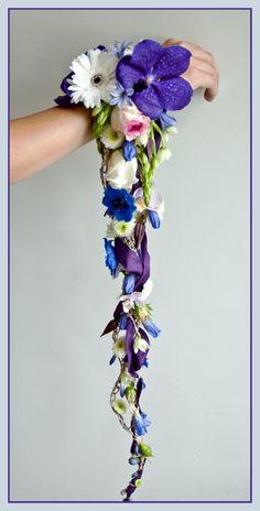 Another bridal bouquet I made - Kirsten Dingemans-Heijlaerts Deco Floral, Arte Floral, Bride Bouquets, Floral Bouquets, Corsage And Boutonniere, Boutonnieres, Alternative Bouquet, Cascade Bouquet, Corsage Wedding