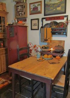 primitive country decorating above kitchen Primitive Kitchen Decor, Prim Decor, Primitive Furniture, Country Primitive, Country Decor, Primitive Autumn, Primitive Tables, Primitive Shelves, Country Fall