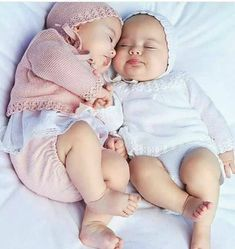 Moda Infantil Made In Spain ( So Cute Baby, Cute Baby Twins, Twin Baby Girls, Baby Kind, Twin Babies, Baby Love, Baby Gift Sets, Baby Gifts, Cute Baby Pictures