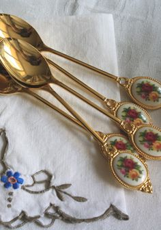 These beautiful spoons are perfect for this flower theme surrounding everything with naturalness
