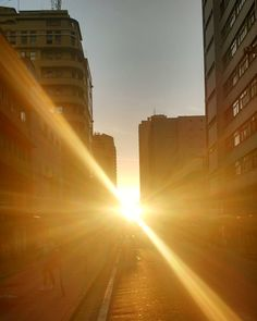 Sunset. Fim do dia Belo Horizonte. Rua dos Caetés. #sunset #marvelous #belohorizonte #bh #mineiro #minasgerais #minas #pordosol #perfeicao #beauty #beautiful #bear #bearded #gay #instagay #homogram #nature #nofilter #nofilterneeded by james.nevesco
