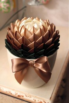 1 million+ Stunning Free Images to Use Anywhere Ribbon Art, Diy Ribbon, Ribbon Crafts, Flower Crafts, Fabric Flowers, Paper Flowers, Folded Fabric Ornaments, Quilted Christmas Ornaments, Decoration Christmas