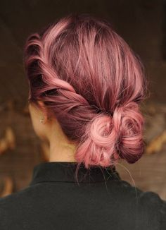ROSE GOLD HAIR... I need to die my hair. My mother would kill me lol