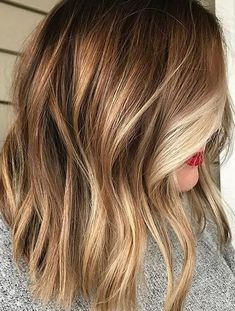 Looking for most pretty demanding hair color ever? See here the most great ideas of various balayage hair colors. Balayage is a French hair coloring technique where the color is painted on the hair… Brown Hair With Blonde Highlights, Hair Highlights, Brown To Blonde, Color Highlights, Short Blonde, Blonde For Fall, Natural Highlights, Blonde Honey, Golden Highlights