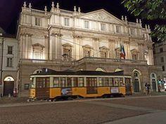 Il nostro Tram Milano passa davanti alla Scala Foto di Montagna Ornella Milano da Vedere