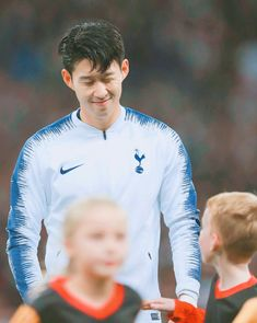 Son Heung-Min of Spurs winks at his mascot during the Group B match of the UEFA Champions League between Tottenham Hotspur and FC Barcelona at Wembley Stadium on October 2018 in London, United. Get premium, high resolution news photos at Getty Images Tottenham Hotspur Wallpaper, Tottenham Hotspur Fc, Salah Liverpool, Liverpool Fc, Tottenham Football, London Pride, White Hart Lane, North London, London United