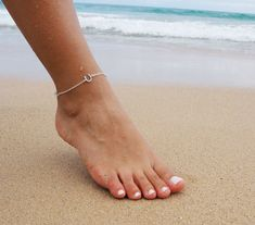 Anklets Sterling Silver Horseshoe Anklet, Lucky Horseshoe Anklet - Bring luck to your life with this sterling silver horseshoe anklet. Its an everyday piece you won't want to take off! Sterling Silver Anklet, Silver Anklets, Silver Ring, Nice Toes, Pretty Toes, Foot Pics, Best Friend Jewelry, Lucky Horseshoe, Beautiful Toes