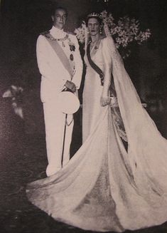 Queen Sophia in turn gave the diamond tiara to her daugther, Princess Irene, when she wed Prince Aimone, Duke of Aosta, on 1 July 1939
