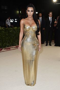Kim Kardashian Looks Unbelievably Good in This Gold Versace Dress at the 2018 Met Gala