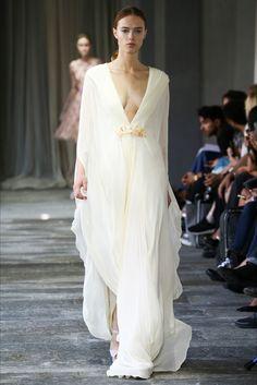 Sfilata Luisa Beccaria Milano - Collezioni Primavera Estate 2015 - Vogue