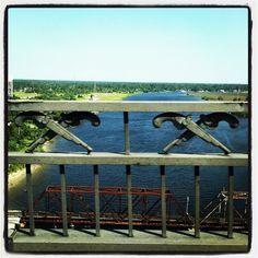 The crossed pistols on the Lake Charles I- 10 Bridge  (by John E. Faught, via Flickr)