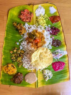 Bhojan on Nariyal leaves Indian Food Recipes, Vegetarian Recipes, Cooking Recipes, Chef Recipes, Kerala Food, Tasty, Yummy Food, South Indian Food, India Food