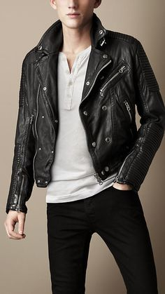 Inspired by Brit Rhythm, the new fragrance for men Cut from washed leather, the authentic biker jacket has a worn-in appearance and subtle lustre. Polished metal press studs, belt buckles and zip detailing embellish the relaxed design, while referencing heritage outerwear. The quilted panels on the sleeves and yoke create a strong, structured silhouette.
