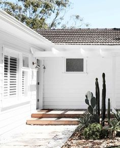 Home sweet home! This fibro beach shack in Sydney was given an all-white Scandi-style revamp and the end result is stunning. Step inside via our link in bio. Beach Bungalow Exterior, Weatherboard House, Beach Bungalows, Building Companies, Beach Shack, Facade House, House Exteriors, Home Reno, Coastal Homes