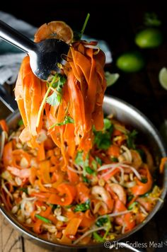 SAVE FOR LATER! Carrot Noodle Pad Thai is made with shaved carrots instead of traditional noodles for a healthy twist on a takeout favorite. Carrot Recipes, Keto Recipes, Cooking Recipes, Healthy Recipes, Yummy Recipes, Carrot Noodles, Veggie Noodles, Clean Eating, Sweets