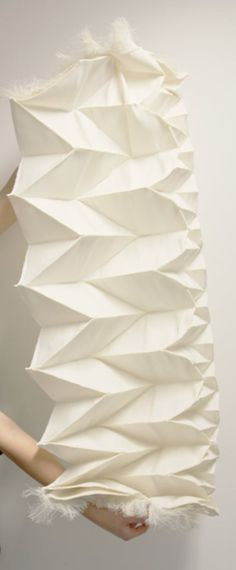Pleated Textile Design with an architectural folded construction to create three-dimensional patterns from fabric // Samira Boon Textile Texture, Art Textile, Textile Fabrics, Textile Patterns, Textile Museum, Sewing Patterns, Textile Manipulation, Fabric Origami, Textiles Techniques