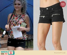 Carrie's denim zip pocket shorts and floral top on The Carrie Diaries – Season 2 Preview!. Outfit Details: http://wornontv.net/18609