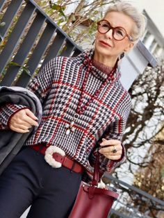 fashion trends for women over for women over 50 style, Over 60 Fashion, Over 50 Womens Fashion, 50 Fashion, Winter Fashion, Fashion Outfits, Fashion Trends, Stylish Older Women, Older Women Fashion, Mode Outfits