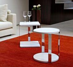 Tavolino di servizio per il tuo soggiorno. avvicinalo al divano e goditi il relax