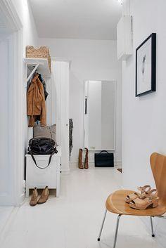Hallway Inspiration ǁ Fritz Hansen products: The Series 7™ chair by Arne Jacobsen