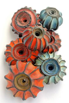 Stoneware (yes, i know it's not lampwork glass) lantern beads by the excellent Lisa Peters Ceramic Jewelry, Ceramic Beads, Ceramic Clay, Ceramic Pottery, Polymer Clay Kunst, Polymer Clay Beads, Lampwork Beads, Sculptures Céramiques, Handmade Beads