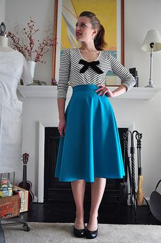 Elegant Musings: 1 seam half circle skirt. Straight waistband. Just lovely!