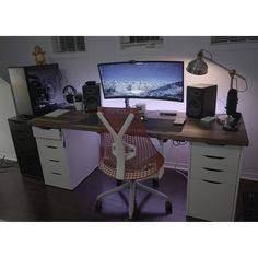 """2,326 Synes godt om, 5 kommentarer – Mal - PC Builds and Setups (@pcgaminghub) på Instagram: """"A super clean ultrawide setup! As always, I'm going to mention the Alex drawers and a wooden table.…"""""""