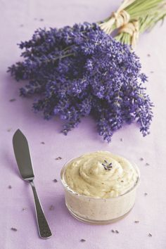 Whipped Vanilla Butter recipe—Top your pancakes, waffles, or toast with this lightly sweetened butter, and you'll feel like you're having dessert for breakfast. (Compound Butter For Pancakes) Flavored Butter, Homemade Butter, Butter Recipe, Whipped Butter, Homemade Vanilla, Vegan Butter, Lavender Tea, Edible Lavender, Lavender Plants