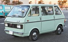 SUZUKI / Carry van / front and side views 1969 Suzuki Carry, Retro Cars, Vintage Cars, Kei Car, Old School Vans, Mobiles, Mini Bus, Cool Vans, Cabriolet
