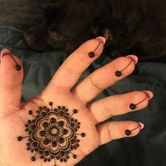 Fantastic basic henna design by Mehndika Joey Henna.