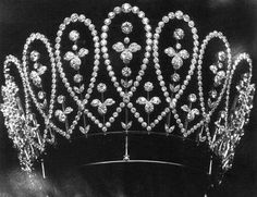 Queen Mary's Diamond Loop tiara
