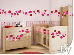 #babaszoba #inspiráció #pöttyös #fal #falmatrica Cribs, Bed, Furniture, Home Decor, Cots, Decoration Home, Bassinet, Stream Bed, Room Decor