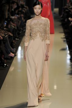Elie Saab.   This look is so glam !  Reminds me of the fabulous looks of stars in the thirties and forties.