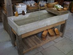 Rustic sink, perhaps tadelakt cob instead of concrete. Concrete Bathtub, Concrete Kitchen, Concrete Wood, Concrete Countertops, Concrete Basin, Concrete Garden, Kitchen Countertops, Polished Concrete, Concrete Furniture