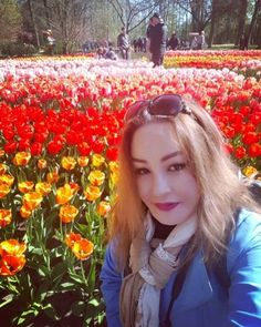 Blending with the flowers....#keukenhof #travelwithme #spring2016 #holland #solotraveler #greatday #lizaratravelgallery by lizaratravelgallery