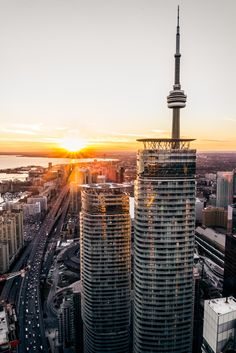High quality images of cities. Funny Images, Funny Pictures, Old Paintings, Toronto Canada, Canada Travel, Cn Tower, Empire State Building, High Quality Images, Infinity