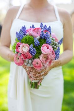 IN LOVE with this pink & lavender bouquet // photo by www.liveviewstudios.com, florals by A Ming Rose Florist // see more: http://theeverylastdetail.com/2013/08/21/romantic-pink-and-lavender-wedding/