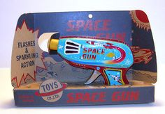 VINTAGE TIN SPACE GUN FROM JAPAN MINT IN BOX