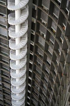 talant-de-bien-faire:  Edificio Copan stairs by Oscar Niemeyer.