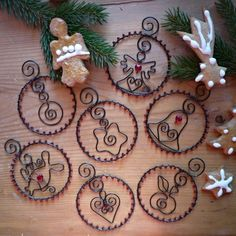 set of Christmas decorations Wire Ornaments, Christmas Tree Ornaments, Christmas Decorations, Wire Crafts, Metal Crafts, Diy And Crafts, Christmas Projects, Holiday Crafts, Christmas Crafts