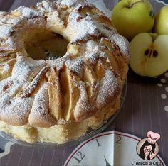 Questa e' una ciambella super soffice e buonissima, io amo i dolci alle mele e ho voluto provare questa versione con la panna e sono rimasta veramente soddisfatta del risultato. La consistenza e' veramente soffice e umida e l'accostamento con le mele e' delizioso ! Non occorre usare ne' burro ne' olio, ed ha un sapore veramente delicato   http://blog.giallozafferano.it/langolodicristina/ciambellone-soffice-mele-e-panna/