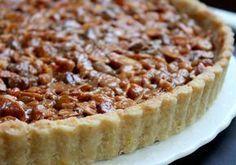 Aqui vai a receita tradicional de tarte de amêndoa feita no Algarve, deliciosa e fácil de fazer, esta é a receita mais conhecida, mas se quiserem fazer uma variação mais rápida, troquem a base por massa quebrada já feita. Receita de Tarte de Amêndoa Algarvia Ingredientes Massa para a Base Farinha - 150 gr Açúcar - 100 gr Manteiga - 100 gr Ovo - 1 Fermento - 1 Colher de chá Leite - 3 Colheres de sopa Recheio de Amêndoas Amêndoa - 150 gr (Em lâminas ou palitos) Açúcar - 100 gr Manteiga - 125…