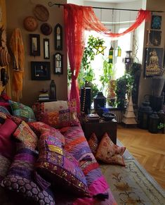 Discover bohemian living room themes only in popi home design Best Picture For hippie home decor bat Bohemian House, Bohemian Room, Bohemian Interior, Bohemian Living, Modern Bohemian, Boho Chic, Hippie Living Room, Vintage Bohemian, Deco Cool