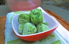 How to freeze parsley, chives and other herbs and how to make frozen pesto cubes